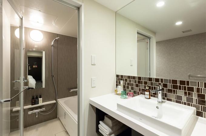 セパレートのバスルームのお部屋とユニットバスのお部屋がございます。