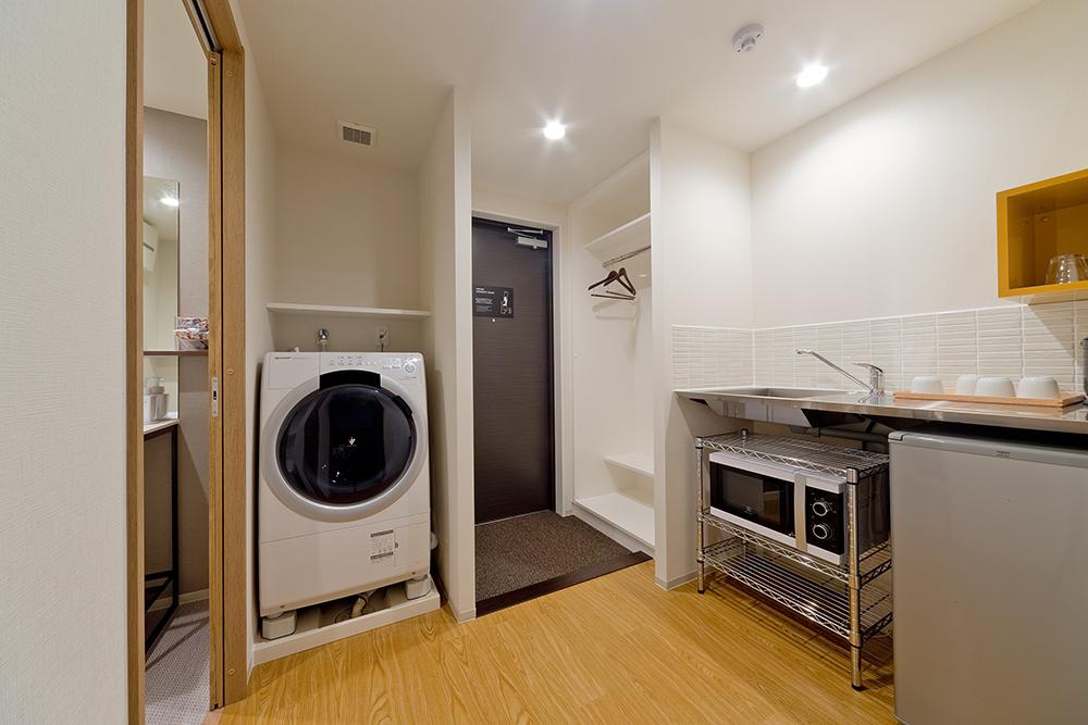 簡易キッチンとランドリーを完備しておりますので、長期滞在でも快適にお過ごしいただけます。
