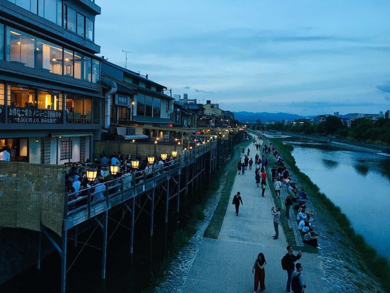 京都人气较高的河床户外纳凉餐厅-鸭川,贵船